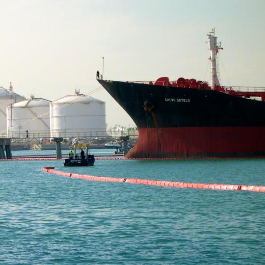 Oliekeerschermen met vlakke drijvers - Protecta Solutions